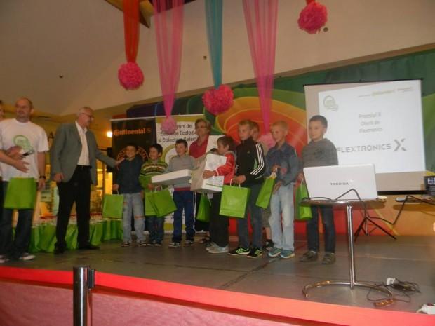 premiul 2 Scoala Alios oferit de Flextronics